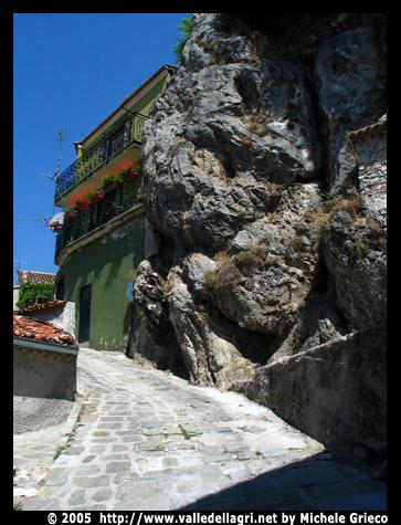 Casa nella roccia for Piani di casa di roccia
